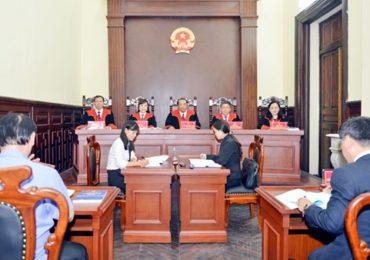 Sự có mặt của hội đồng thành viên xét xử?