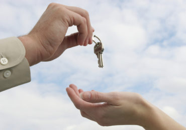 Người Việt Nam định cư nước ngoài muốn bán nhà làm sao?
